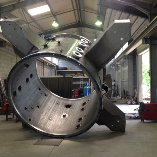 Image d'un four sous vide en acier en cours de fabrication à l'atelier de la Chaudronnerie Marmonier en Isère (38)
