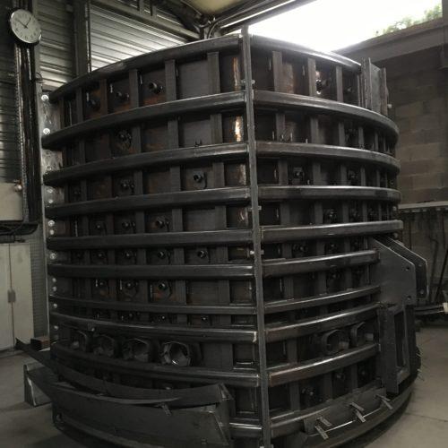 Image de l'ossature d'un four de fusion fabriqué par la chaudronnerie Marmonier, secteur Lyon (Rhône) et Grenoble (Isère)
