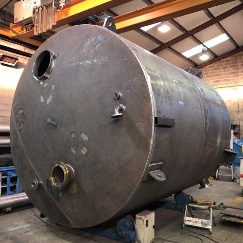 Photo d'un réservoir de stockage dans l'atelier de la chaudronnerie Marmonier (Isère 38 - Rhône 69)