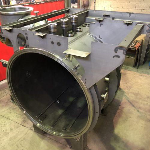 Photo d'un four sous vide en inox - réalisation de la chaudronnerie Marmonier - aéronautique, nucléaire, automobile, aérospatial