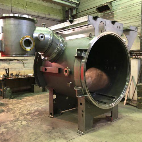 Photo de 2 fours sous vide réalisés dans les ateliers de la Chaudronnerie Marmonier située dans la région de Lyon (69)