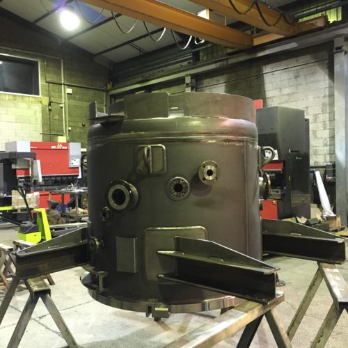 Réalisation d'un four sous vide en acier dans l'atelier de la chaudronnerie marmonier