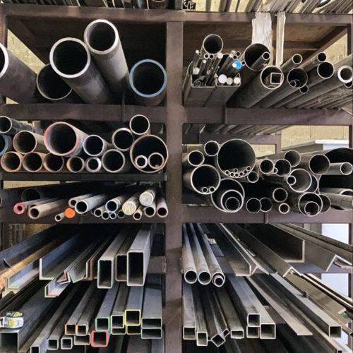 Photo de tuyaux et d'outils utilisés pour la fabrication des fours industriels Marmonier - fabrication française