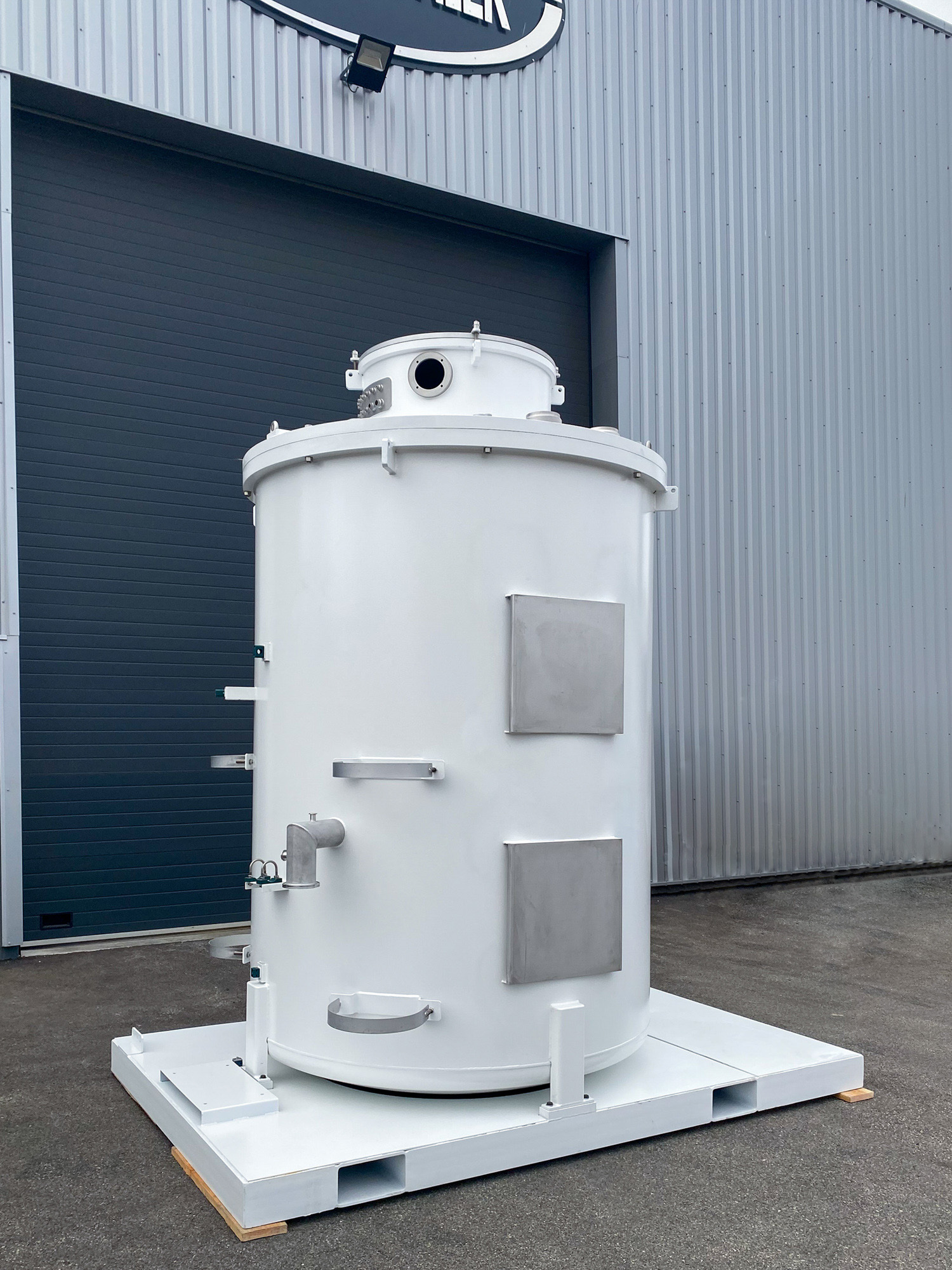Photo d'une enceinte sous vide et en aluminium de la chaudronnerie Marmonier en Isère