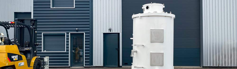 Photo d'ensemble complet d'une enceinte en acier et aluminium fabrication sur mesure en France à Nivolas Mervelle